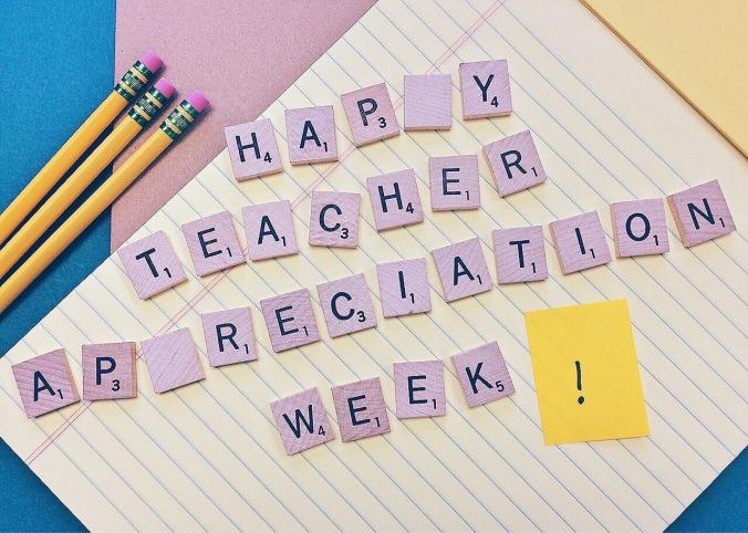 teacher-1373216_1280