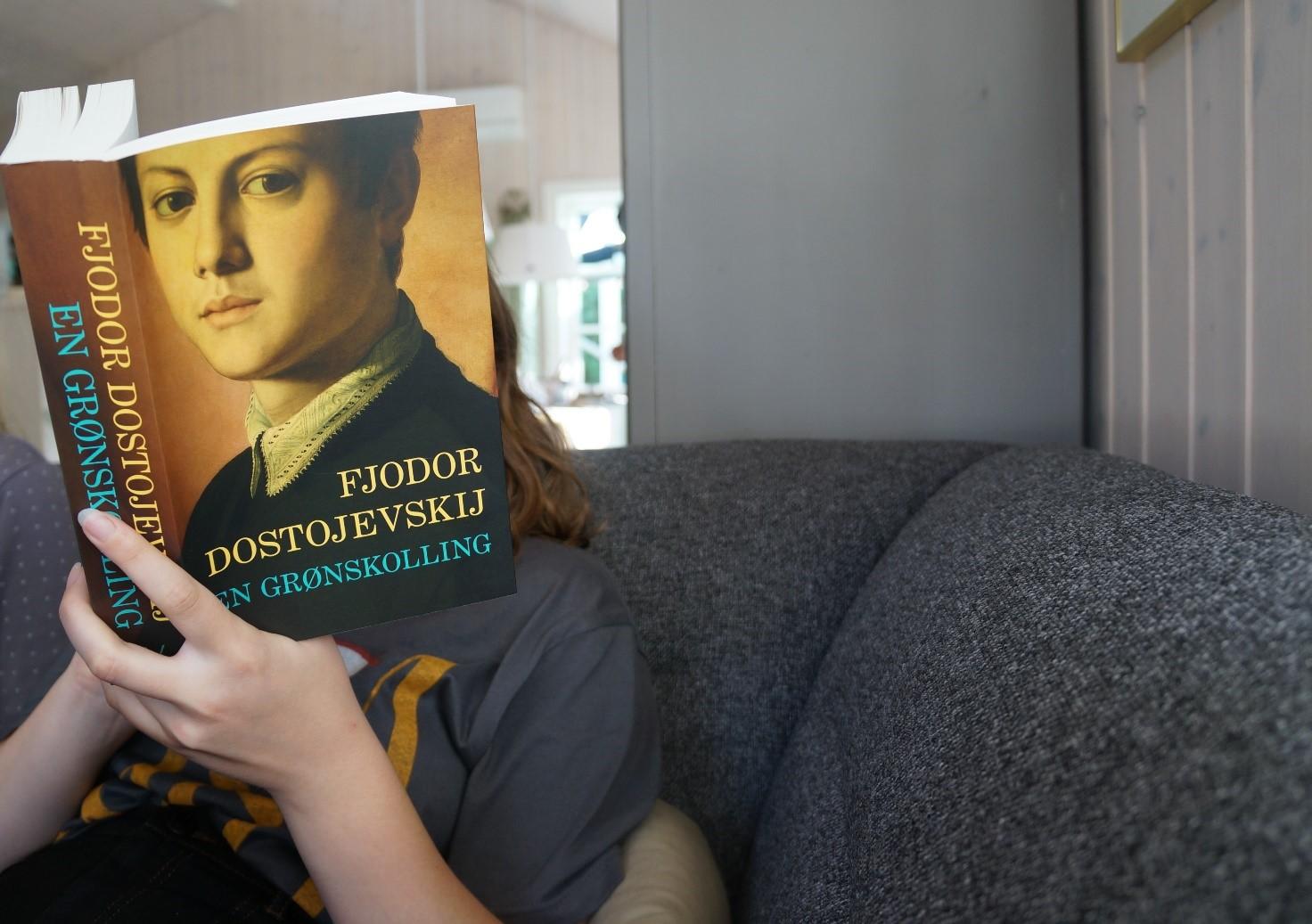 Julia læser