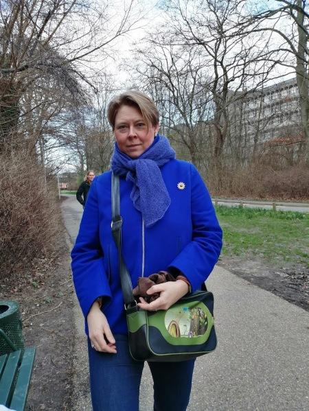lisbet marts 2020 blå jakke
